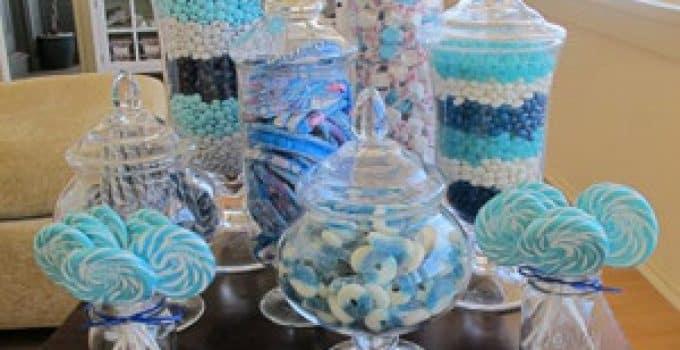 como preparar arreglos de mesa para bautizo con dulces