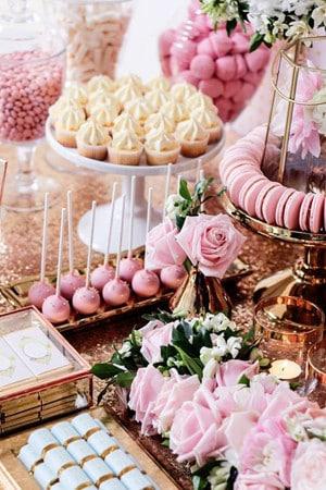Como preparar arreglos de mesa para bautizo con dulces - Hacer mesa dulce bautizo ...