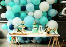 Ideas y arreglos de mesa para bautizo con globos y flores