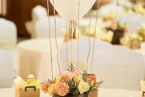 Como hacer un centro de mesa para bautizo con flores paso a paso