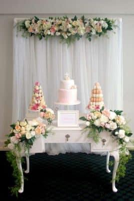 centro de mesa para bautizo con flores naturales