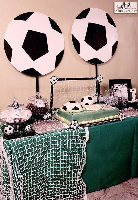 Fiesta tem tica con centros de mesa de futbol para for Mesa de cumpleanos para adultos