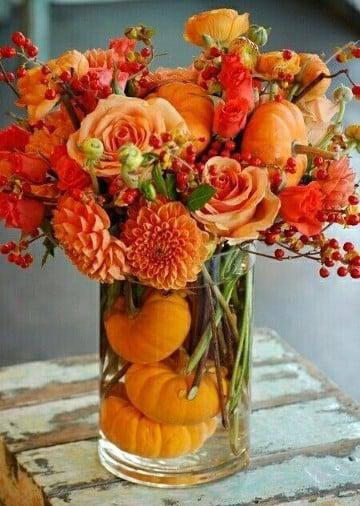 centros de mesa con flores naturales de vidrio
