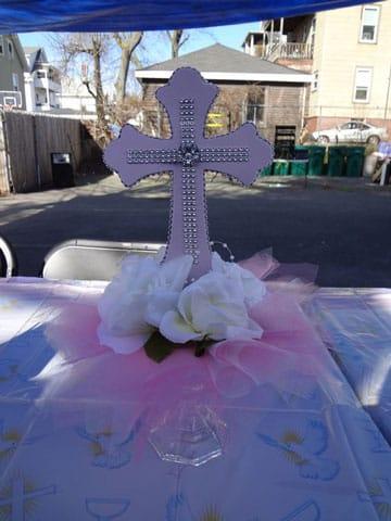 Hermosos centros de mesa para confirmaci n centros de - Como decorar una mesa de comunion ...