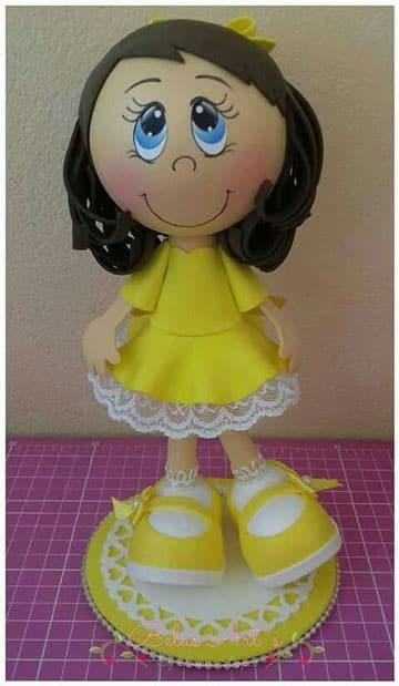 como hacer muñecas de goma eva imagenes