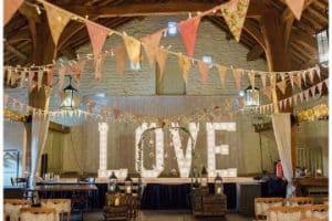 Bellos adornos de salon para boda y matrimonio