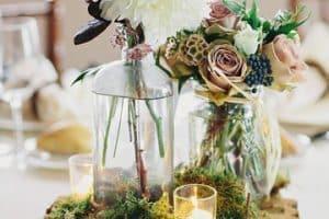 Hermosas bases para centros de mesa con flores en bodas