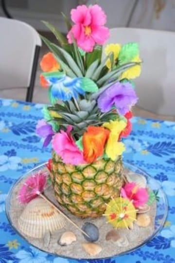 centros de mesa hawaianos con piñas