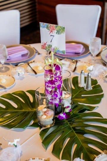 centros de mesa hawaianos elegantes