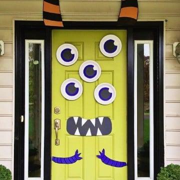 Ideas de muertos para puertas decoradas de halloween for Puertas de halloween