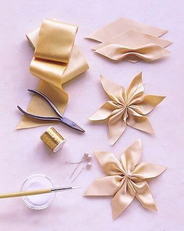 como hacer lazos de navidad con malla