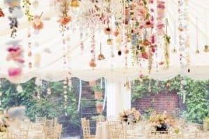 Decoración para bodas al aire libre en jardin de noche
