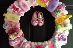 Como hacer una decoracion con pañales para baby shower