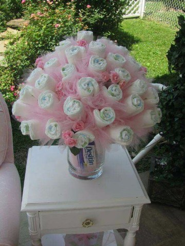 decoracion con pañales para baby shower en flores
