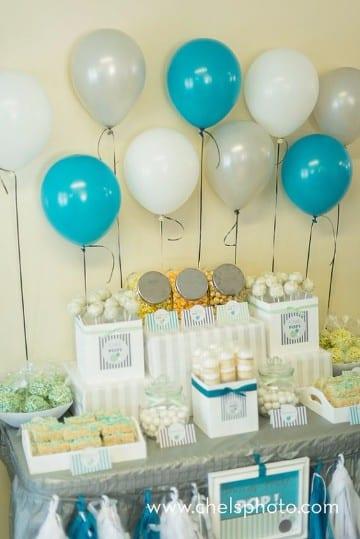 decoracion de globos para primera comunion mesas