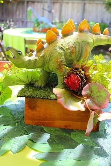 centros de mesa de dinosaurios para fiestas