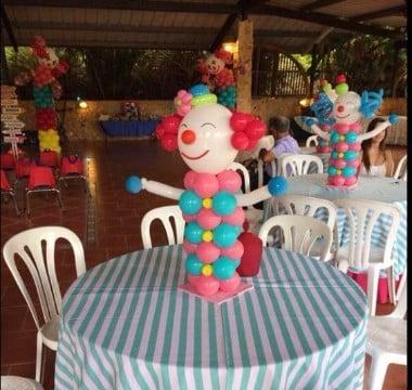 centros de mesa de payasos con globos
