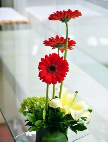 Decoraciones con centros de mesa con flores naturales centros de mesa para bautizos - Centro de mesa con flores ...