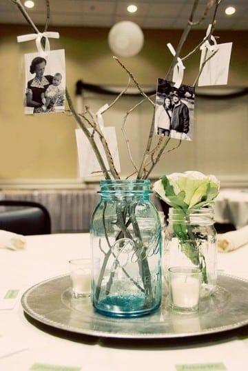 centros de mesa con ramas y cristales
