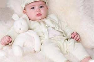Imagenes con bonitos modelos de ropones para bautizo de niño