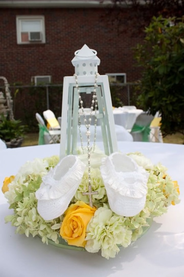 arreglos de mesa para bautizo originales con flores