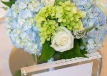 Centros de mesa con hortensias azules elegantes para bodas
