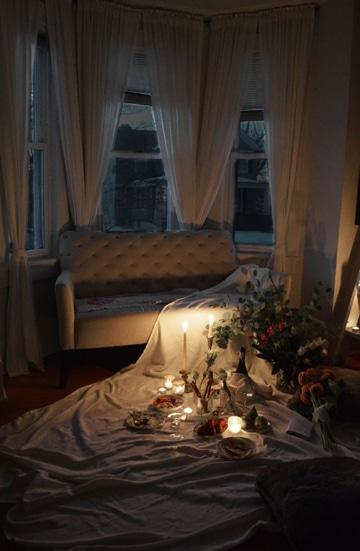 como preparar una cena romantica en casa acogedora