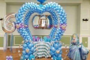 Decoracion con globos frozen para fiesta infantil