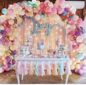arreglos de salon con globos para niños