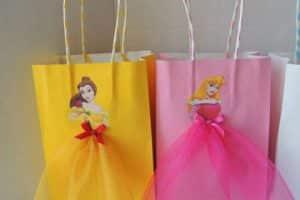 Bolsas de papel decoradas de regalo y para navidad