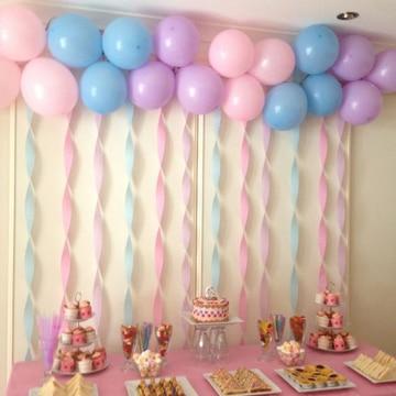 como hacer arreglos de globos y dulce