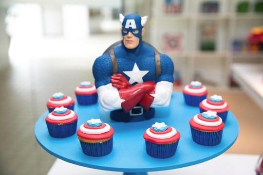 mesa de dulces capitan america para cupcake