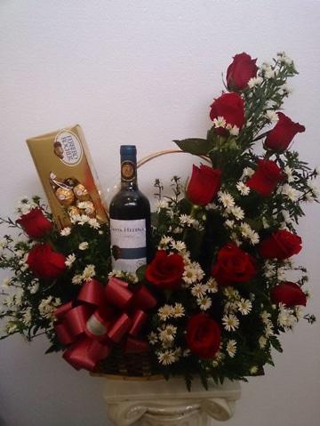 arreglos florales para el dia de la madre con botella
