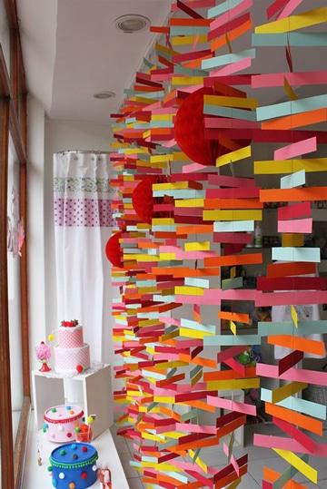 como hacer adornos de papel para fiestas cortinas