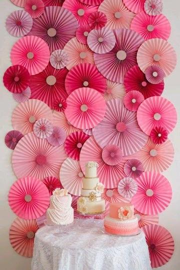 como hacer adornos de papel para fiestas sobre pared