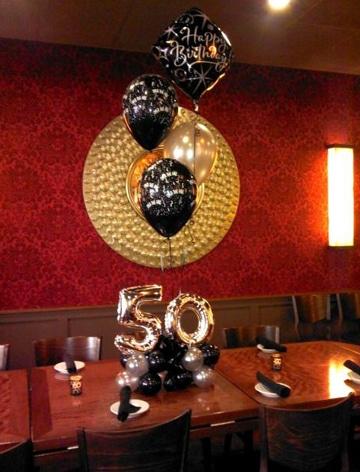 decoracion de globos para 50 años para mesa