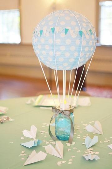 decoracion de globos para bautizo de niño con vela