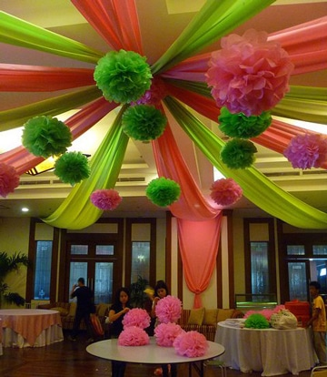 Fascinante decoracion con flores de papel china colgantes for Decoracion con plantas para fiestas