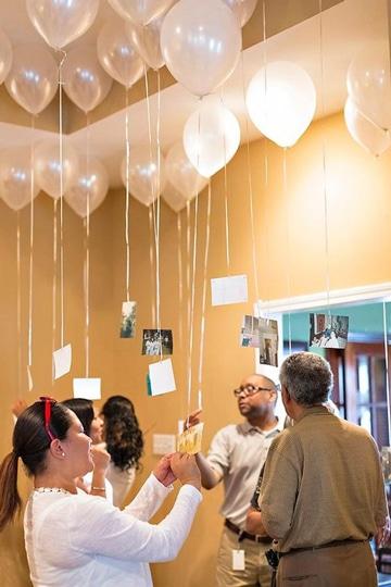 globos con fotos colgando decoracion sencilla