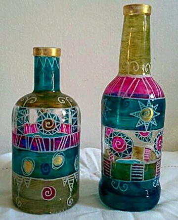 adornos con botellas de vidrio decoradas