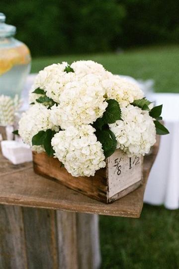 arreglos florales con hortensias blancas
