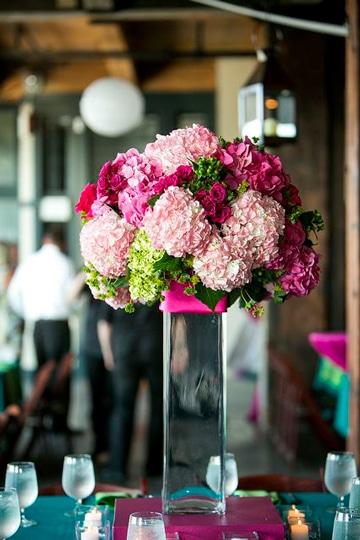 arreglos florales con hortensias tonos rosa