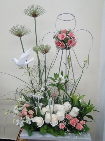 arreglos florales para primera comunion grandes
