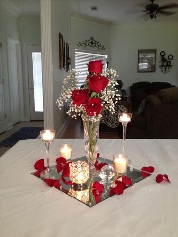 centros de mesa con rosas rojas con velas