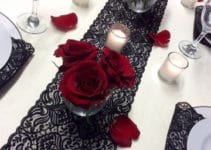 Elegantes centros de mesa con rosas rojas