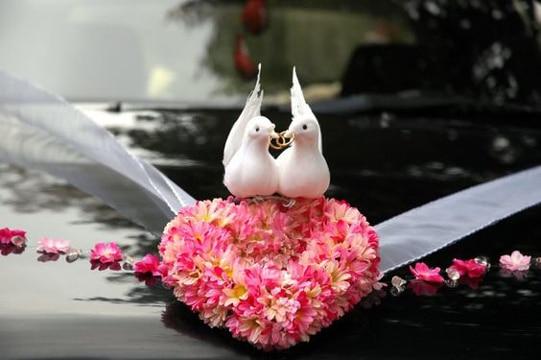 decoracion de carros para boda con palomas