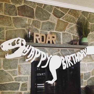 decoracion de fiesta de dinosaurios banderines