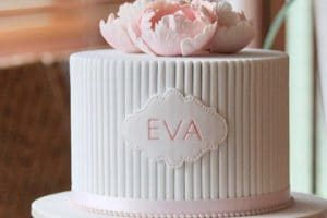 Hermosas y apetitosas tortas de bautizo para niña