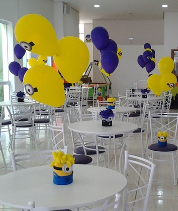 arreglos de mesa de minions con globos