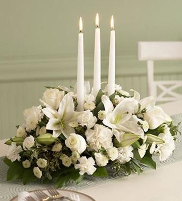 centros de mesa blancos con velas